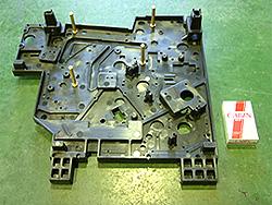 医療機器部品(側板)【BMC成形】